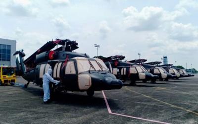 菲律宾引进的第二批5架黑鹰直升机已运抵菲空军基地